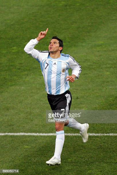 Javier Saviola celebrates his goal during the international friendly soccer match between France and Argentina