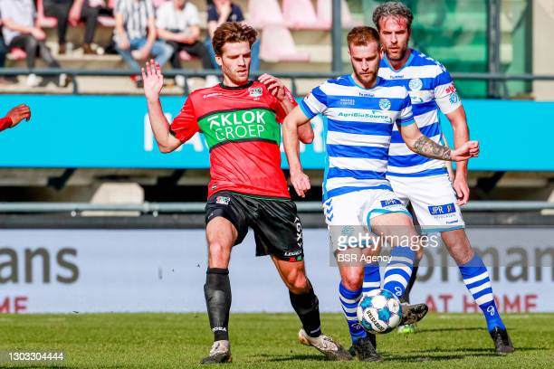 Javier Vet of NEC, Danny Verbeek of De Graafschap during the Dutch Keukenkampioendivisie match between NEC and De Graafschap at Goffertstadion on...