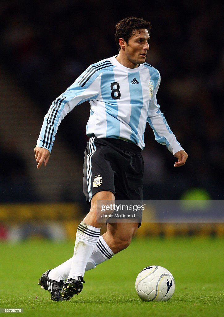 Javier Zanetti of Argentina runs with the ball during the International Friendly match between Scotland and Argentina at Hampden Park on November 19, 2008 in Glasgow, Scotland.