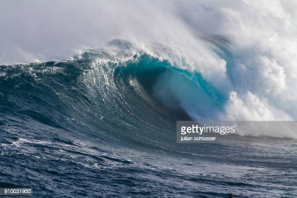 jaws, maui hawaii - big wave surfing stock pictures, royalty-free photos & images