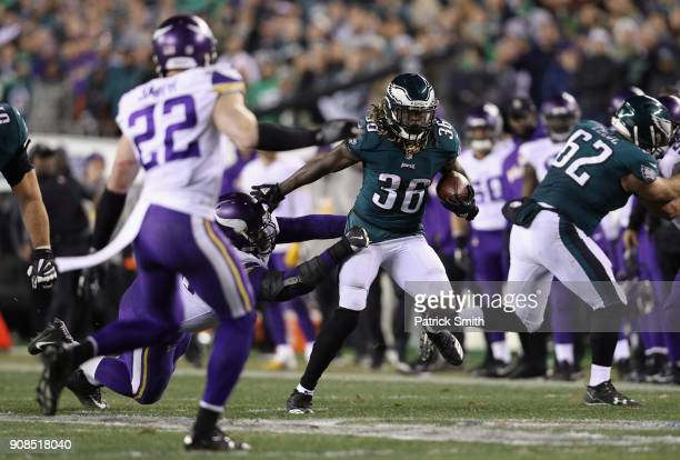 Jay Ajayi of the Philadelphia Eagles runs the ball against the Minnesota Vikings during the second quarter in the NFC Championship game at Lincoln...
