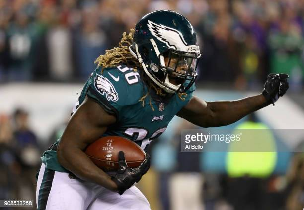 Jay Ajayi of the Philadelphia Eagles runs the ball against the Minnesota Vikings during the fourth quarter in the NFC Championship game at Lincoln...