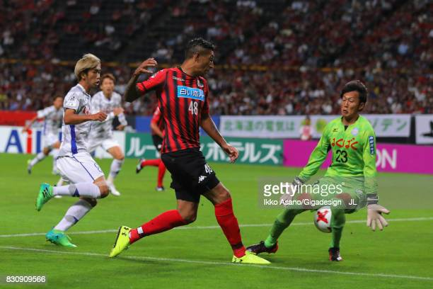Jay Bothroyd of Consadole Sapporo scores the opening goal past Hiroki Oka of Ventforet Kofu during the JLeague J1 match between Consadole Sapporo and...