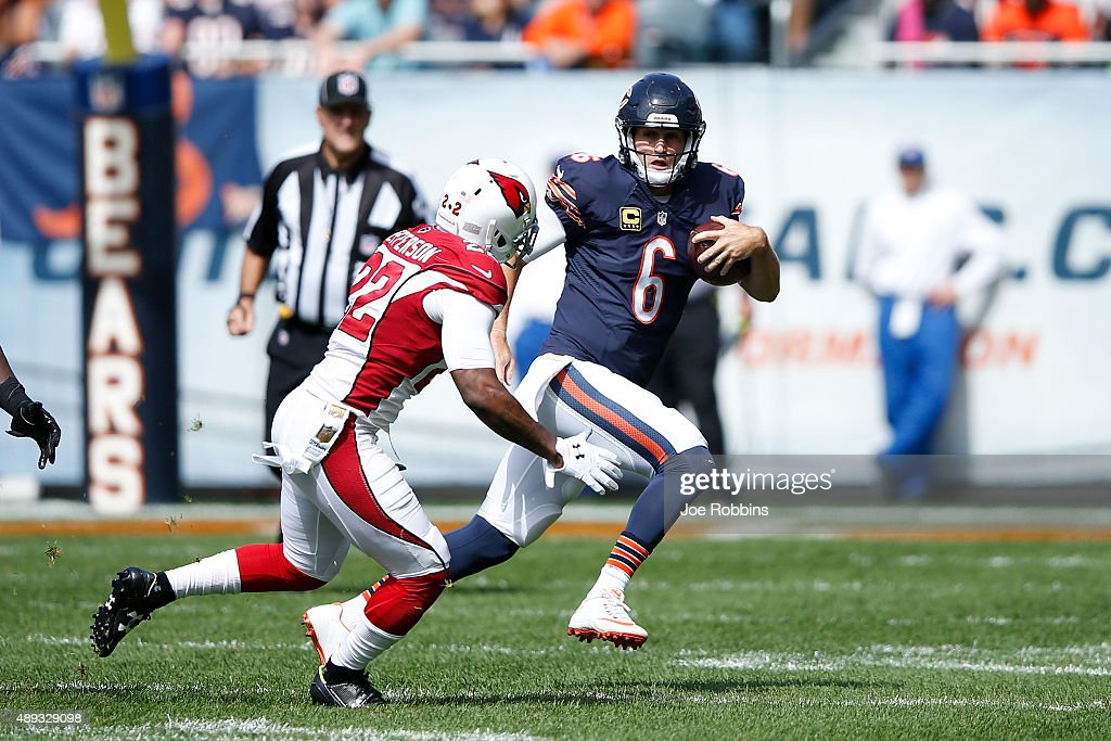 Jay Cutler #6 of the Chicago Bears runs the ball against the Arizona Cardinals in the first quarter at Soldier Field on September 20, 2015 in Chicago, Illinois.