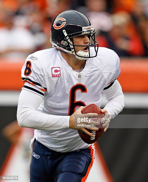 Jay Cutler of the Chicago Bears throws the ball during the NFL game against the Cincinnati Bengals at Paul Brown Stadium on October 25, 2009 in...