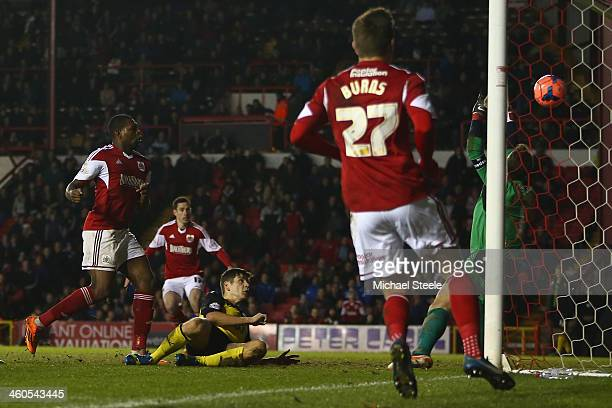 Jay EmmanuelThomas of Bristol City scores his sides equalising goal during the Budweiser FA Cup Third Round match between Bristol City and Watford at...