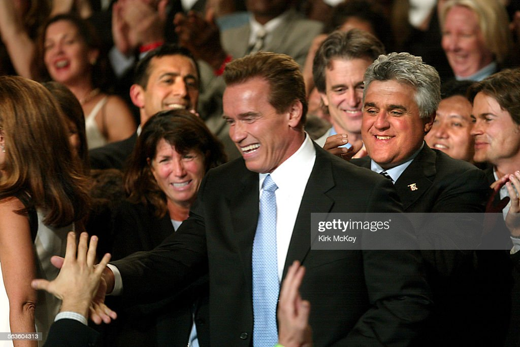 Jay Leno introduced govenor–elect Arnold Schwarzenegger during the election night, Oct. 7, gathering : News Photo
