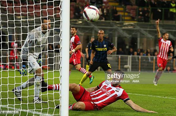 Jay Rodriguez of Southampton misses a chance on goal during the UEFA Europa League match between FC Internazionale Milano and Southampton FC at...