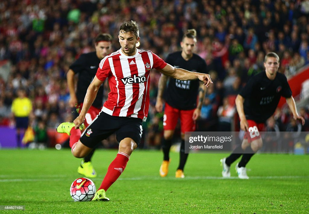 Jay Rodriguez of Southampton scores from the penalty spot during the UEFA Europa League Play Off Round 1st Leg match between Southampton and Midtjylland at St Mary's Stadium on August 20, 2015 in Southampton, England.