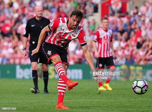 Jay Rodriguez of Southampton scores his sides first goal during the Premier League match between Southampton and Sunderland at St Mary's Stadium on...