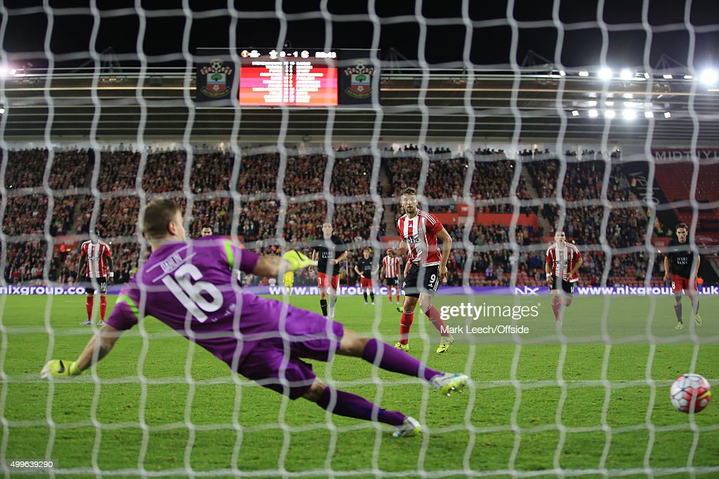 Jay Rodriguez of Southampton scores the equalising goal from the penalty spot during the UEFA Europa League Play Off Round 1st Leg match between Southampton and FC Midtjylland at St Mary's Stadium on August 20, 2015 in Southampton, England.
