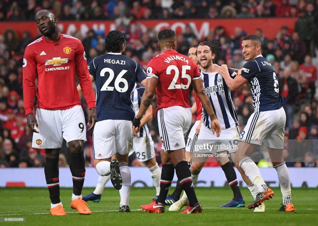 Jay Rodriguez of West Bromwich Albion celebrates after scoring his sides first goal with his team mates as Romelu Lukaku of Manchester United reacts during the Premier League match between Manchester United and West Bromwich Albion at Old Trafford on April 15, 2018 in Manchester, England.
