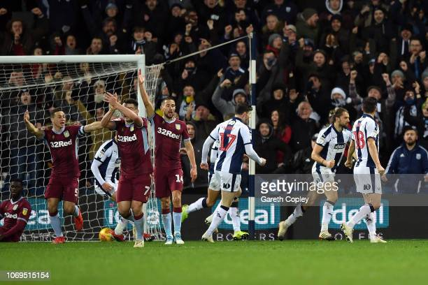 Jay Rodriguez of West Bromwich Albion celebrates with his team after scoring a last minute equalising goal during the Sky Bet Championship match...