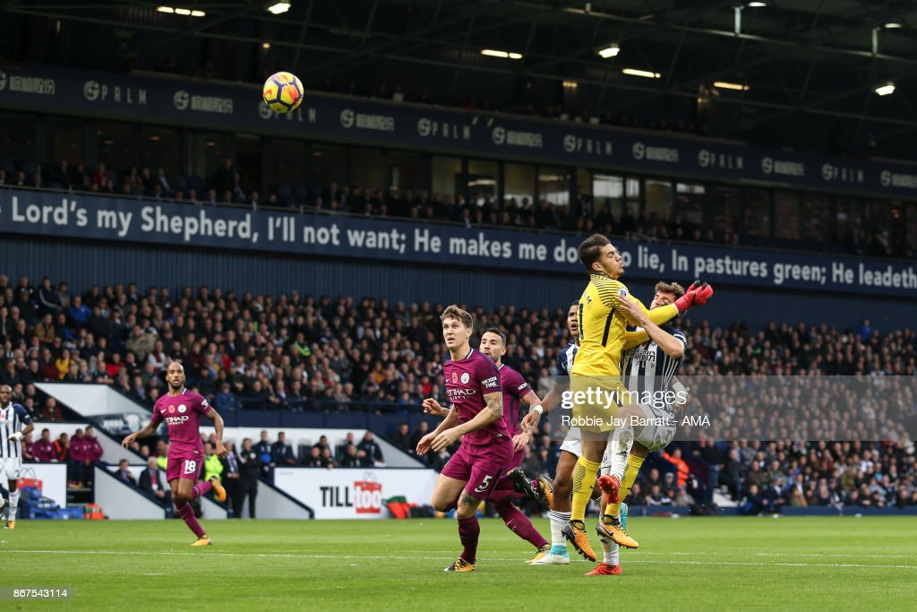 Jay Rodriguez of West Bromwich Albion scores a goal to make it 1-1 during the Premier League match between West Bromwich Albion and Manchester City at The Hawthorns on October 28, 2017 in West Bromwich, England.