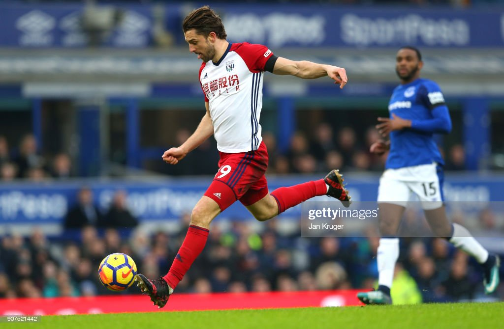 Jay Rodriguez of West Bromwich Albion scores his sides first goal during the Premier League match between Everton and West Bromwich Albion at Goodison Park on January 20, 2018 in Liverpool, England.