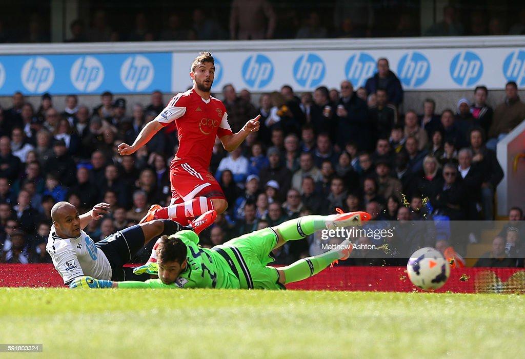 Soccer : Barclays Premier League - Tottenham Hotspur v Southampton : News Photo
