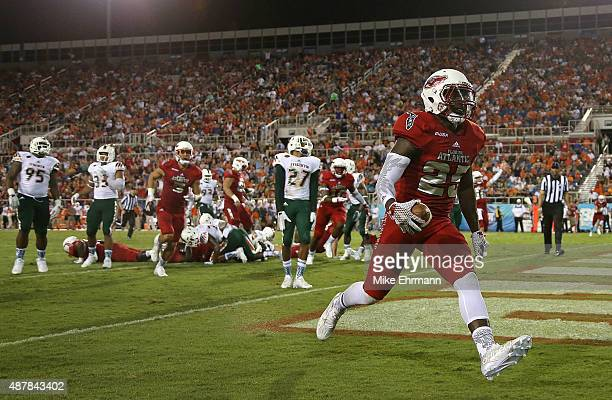 Jay Warren of the Florida Atlantic Owls rushes for a touchdown during a game against the Miami Hurricanes at FAU Stadium on September 11 2015 in Boca...