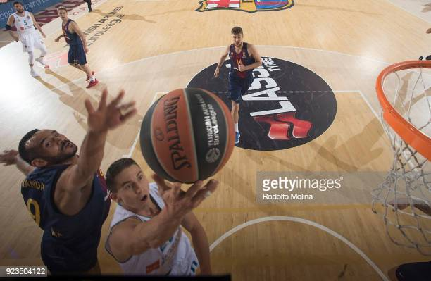 Jaycee Carroll #20 of Real Madrid in action during the 2017/2018 Turkish Airlines EuroLeague Regular Season game between FC Barcelona Lassa and Real...