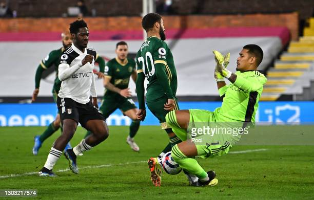 Jayden Bogle of Sheffield United clashes with Alphonse Areola of Fulham during the Premier League match between Fulham and Sheffield United at Craven...
