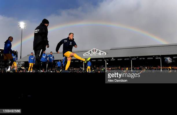 Jayden Stockley of Preston North End warms up prior to the Sky Bet Championship match between Fulham and Preston North End at Craven Cottage on...