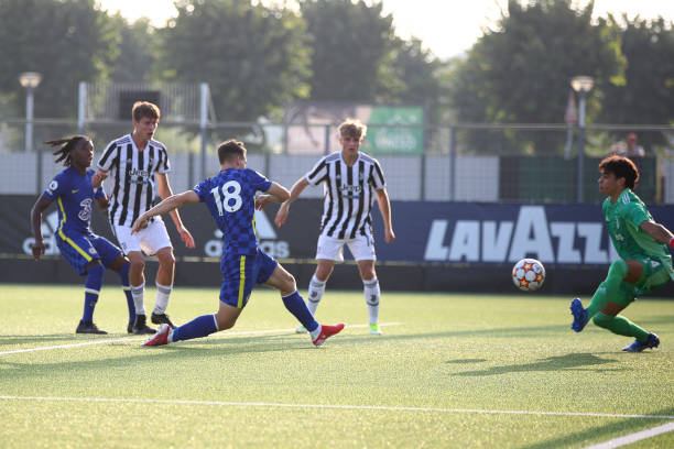 Jayden Wareham of Chelsea scores his goal during a UEFA Youth League match between Juventus and Chelsea at JTC Continassa - Juventus Training Center...