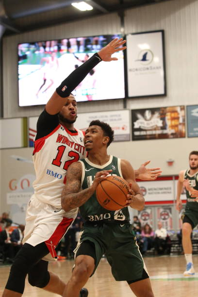 jaylen-adams-of-the-wisconsin-herd-shoot