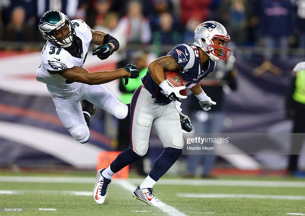Jaylen Watkins #37 of the Philadelphia Eagles attempts to tackle Jerod Mayo #51 of the New England Patriots at Gillette Stadium on December 6, 2015 in Foxboro, Massachusetts.