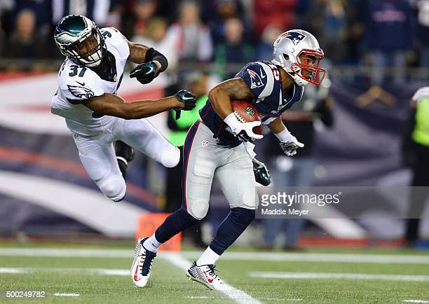 Jaylen Watkins of the Philadelphia Eagles attempts to tackle Jerod Mayo of the New England Patriots at Gillette Stadium on December 6 2015 in Foxboro...