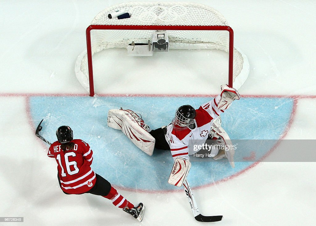 Ice Hockey - Day 4 - Switzerland v Canada  : News Photo