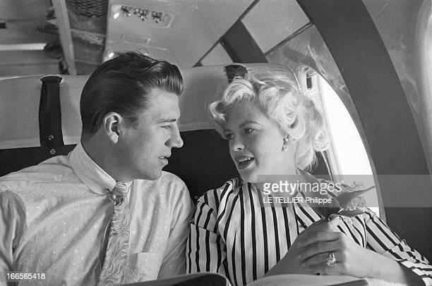 Jayne Mansfield At The 11Th Cannes Film Festival 1958 Cannes mai 1958 A l'occasion du 11ème Festival international du film assise dans un avion...