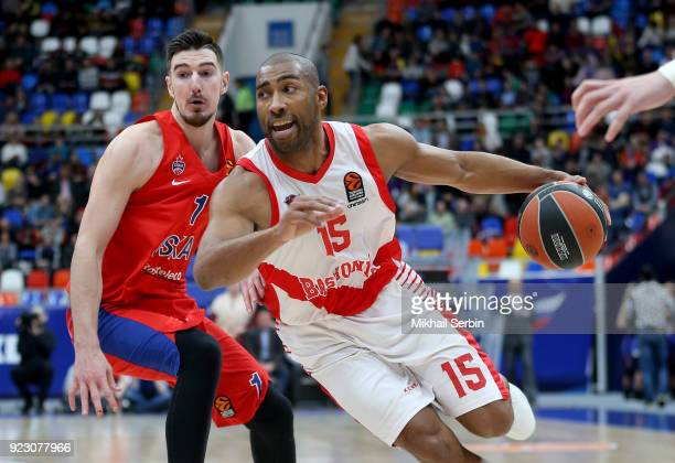 Jayson Granger #15 of Baskonia Vitoria Gasteiz competes with Nando de Colo #1 of CSKA Moscow in action during the 2017/2018 Turkish Airlines...