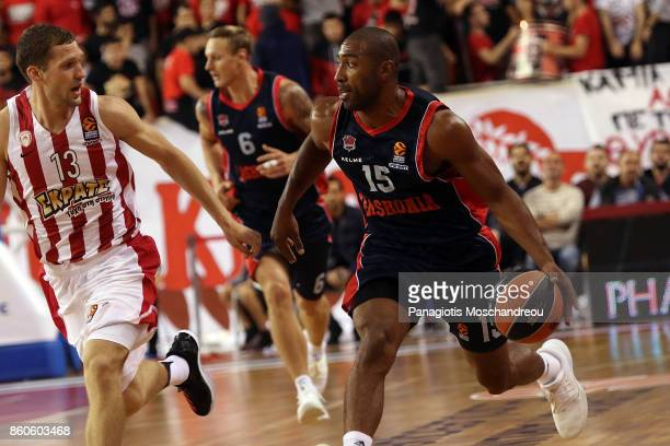 Jayson Granger #15 of Baskonia Vitoria Gasteiz in action during the 2017/2018 Turkish Airlines EuroLeague Regular Season Round 1 game between...