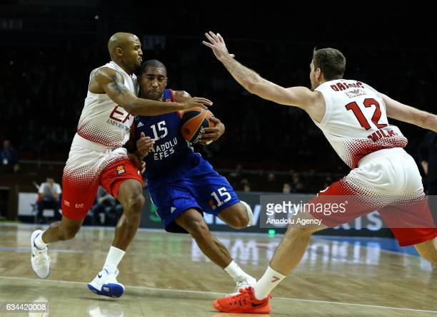 Jayson Granger of Anadolu Efes in action against Ricky Hickman and Zoran Dragic of EA7 Emporio Armani Milan during the Turkish Airlines Euroleague...