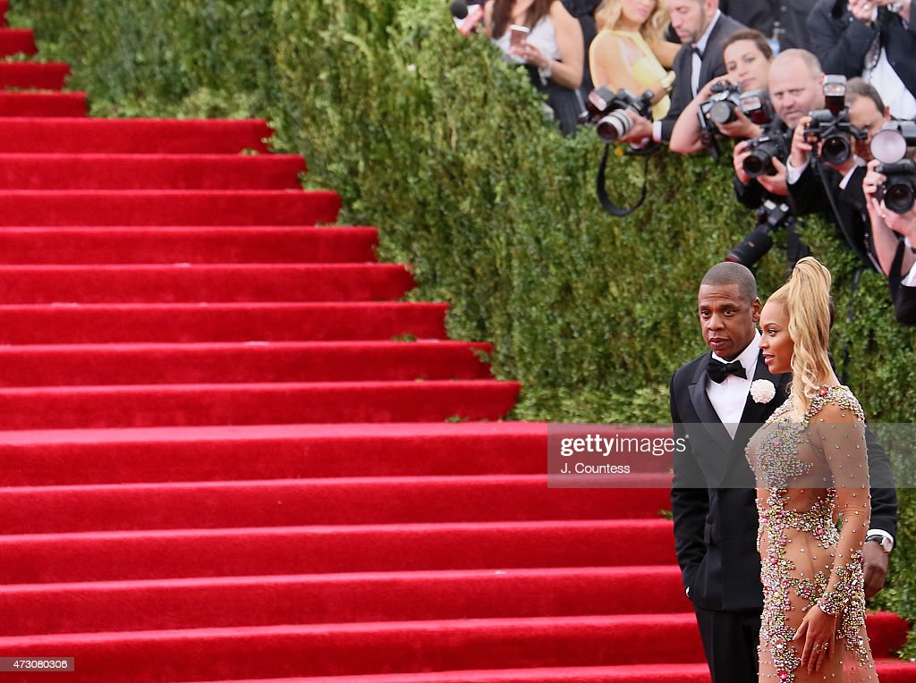 """""""China: Through The Looking Glass"""" Costume Institute Benefit Gala - Outside Arrivals : News Photo"""