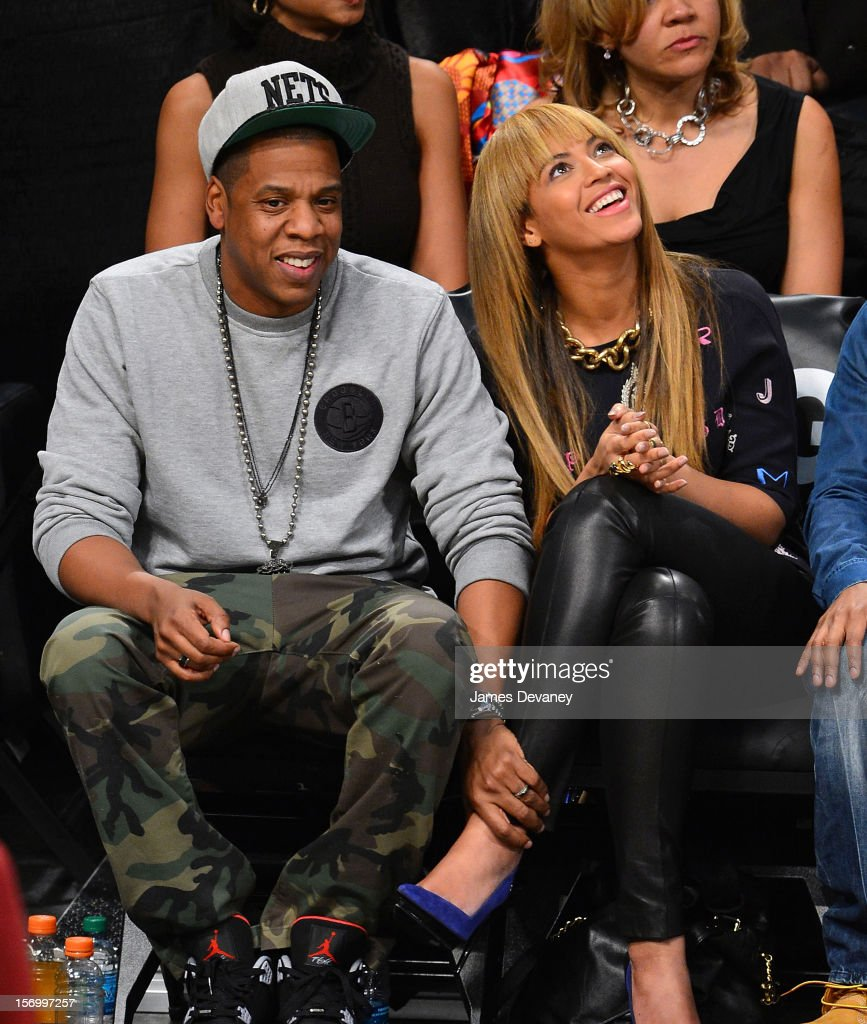 Celebrities Attend The New York Knicks v Brooklyn Nets Game : News Photo