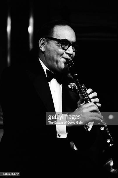 Jazz and swing musician clarinetist and bandleader Benny Goodman performs on August 13 1967 at the Rainbow Grill in Rockefeller Center in New York...