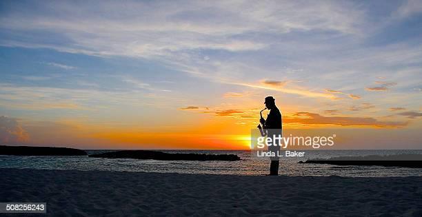 jazz at sunset - キューバ サンタクララ ストックフォトと画像