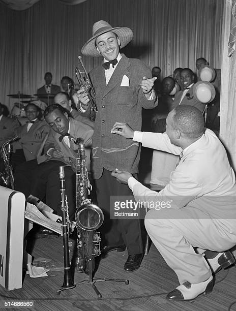 Jazz Band Leader Lionel Hampton draws an alteration markings on the jacket of his trumpeter The jacket will be altered into a Zoot Suit which became...
