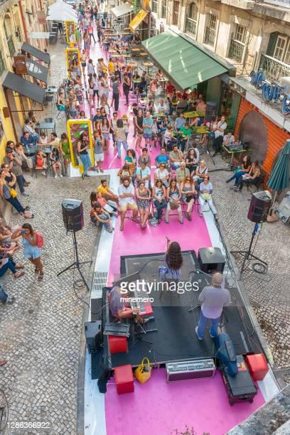 jazz band on the rua nova do carvalho street in lisbon - rua stock pictures, royalty-free photos & images