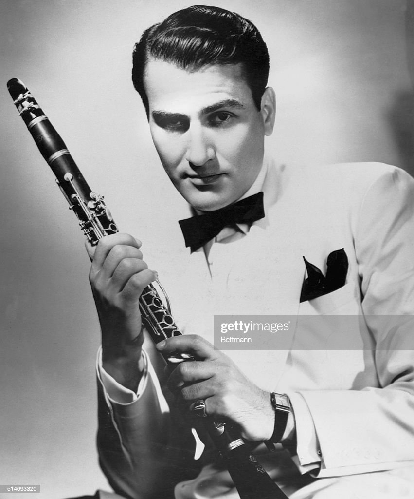 Jazz clarinetist and bandleader Artie Shaw holding his clarinet.