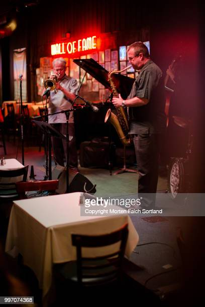 jazz club, chicago - jazz club stock pictures, royalty-free photos & images