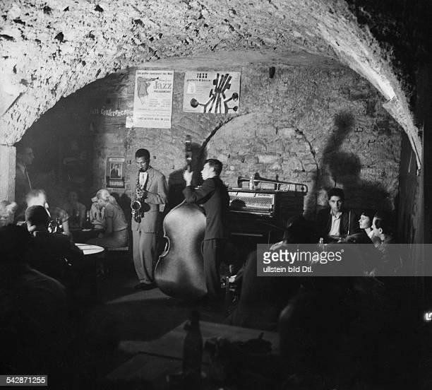 Jazz Club 'Domicile du Jazz' in Frankfurt/MainBlick in das Kellergewölbe unter einer Ruineveröff Radio Revue 12 / 1956