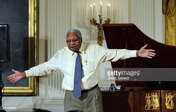 Jazz musician Ellis Marsalis talks to students during a jazz music workshop hosted by First Lady Michelle Obama at the East Room of the White House...