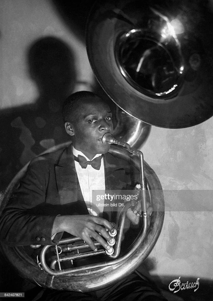 Jazz Musician playing tuba - 1931- Photographer: Lili Baruch- Published by: 'Sieben Tage' 25/1931Vintage property of ullstein bild : Nachrichtenfoto