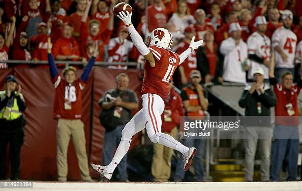 Jazz Peavy of the Wisconsin Badgers scores a touchdown in the first quarter against the Ohio State Buckeyes at Camp Randall Stadium on October 15...