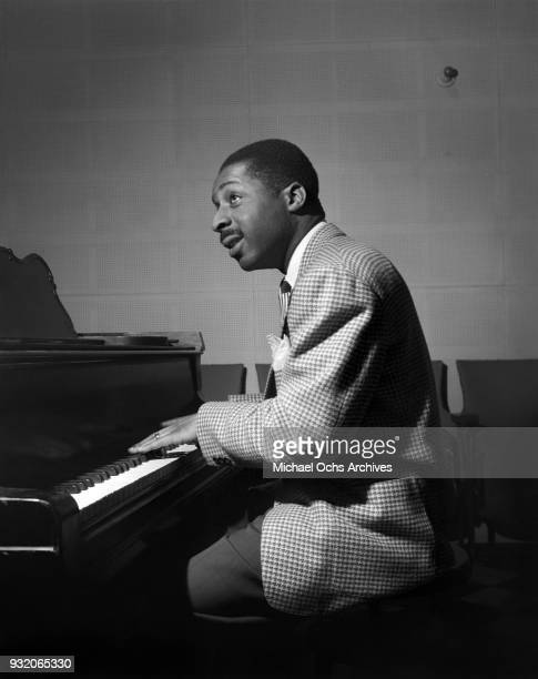 Jazz pianist Erroll Garner rehearses in the studio on February 26 1946 in Los Angeles california Photo by Ray Whitten/Michael Ochs Archives/Getty...