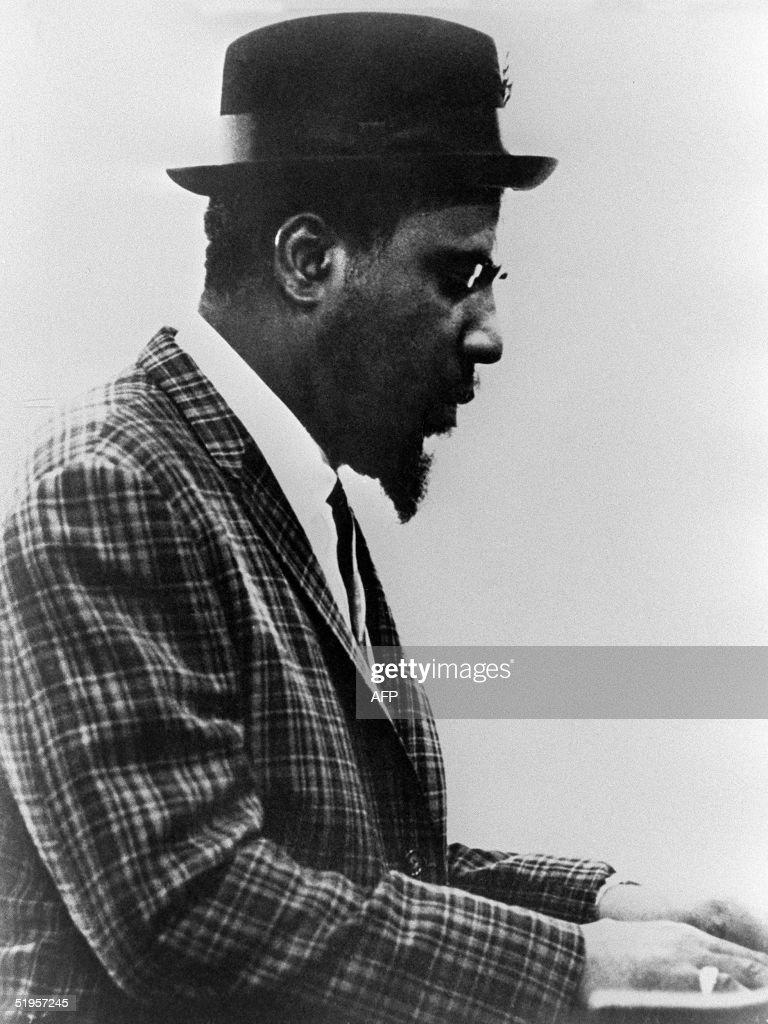 US jazz piano player Thelonious Monk performs in an : Photo d'actualité
