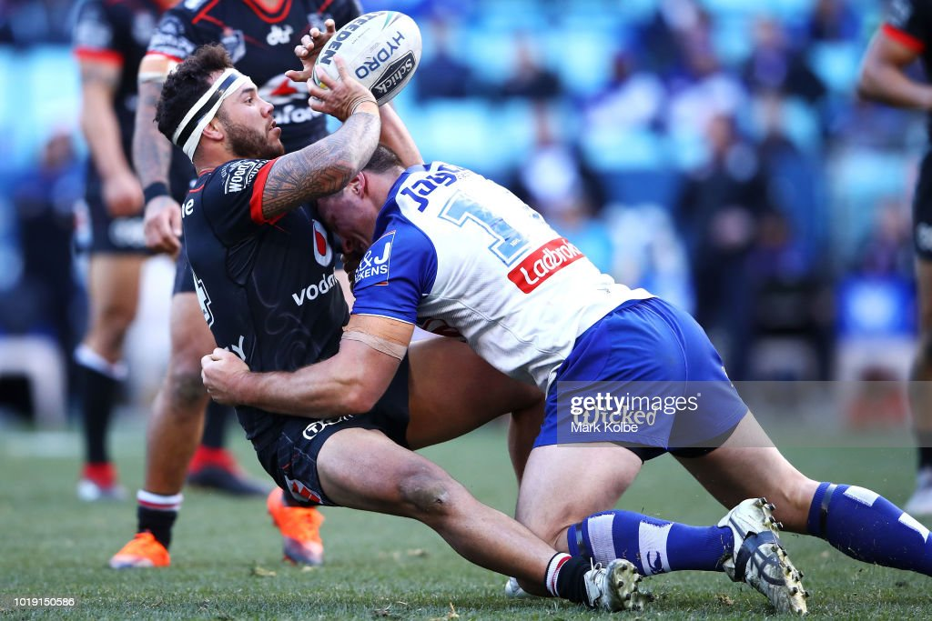 Jazz Tevaga of the Warriors passes as he is tackled during the round 23 NRL match between the Canterbury Bulldogs and the New Zealand Warriors at ANZ Stadium on August 19, 2018 in Sydney, Australia.