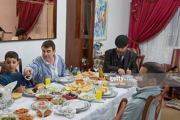 jüdischer ShabatAbend in einer Wohnung in Fes Marokko