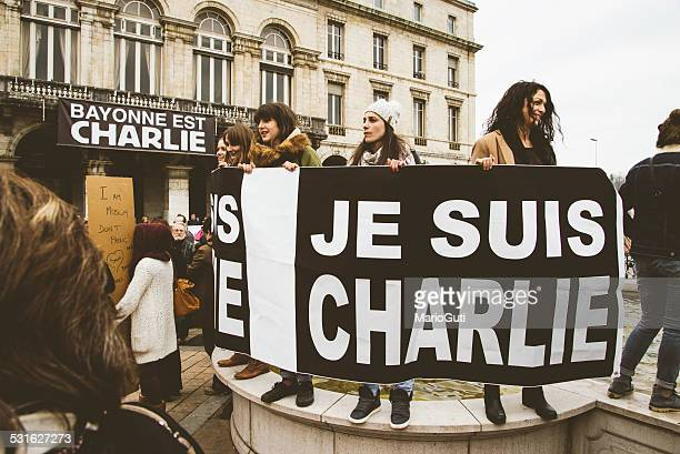 je suis charlie, protests in france. - paris fury stock pictures, royalty-free photos & images